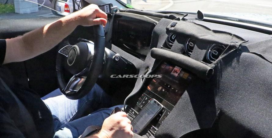 Mercedes C-Class 2021 mang đến diện mạo mới mẻ khi thiết lập 2 màn hình
