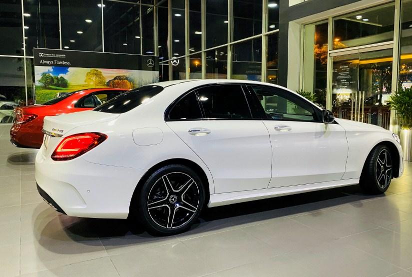 Mercedes-C300-AMG-2021-